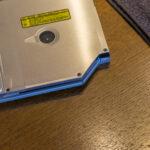 Platten-Adapter und DVD Laufwerk, die Abmessungen sind identisch.
